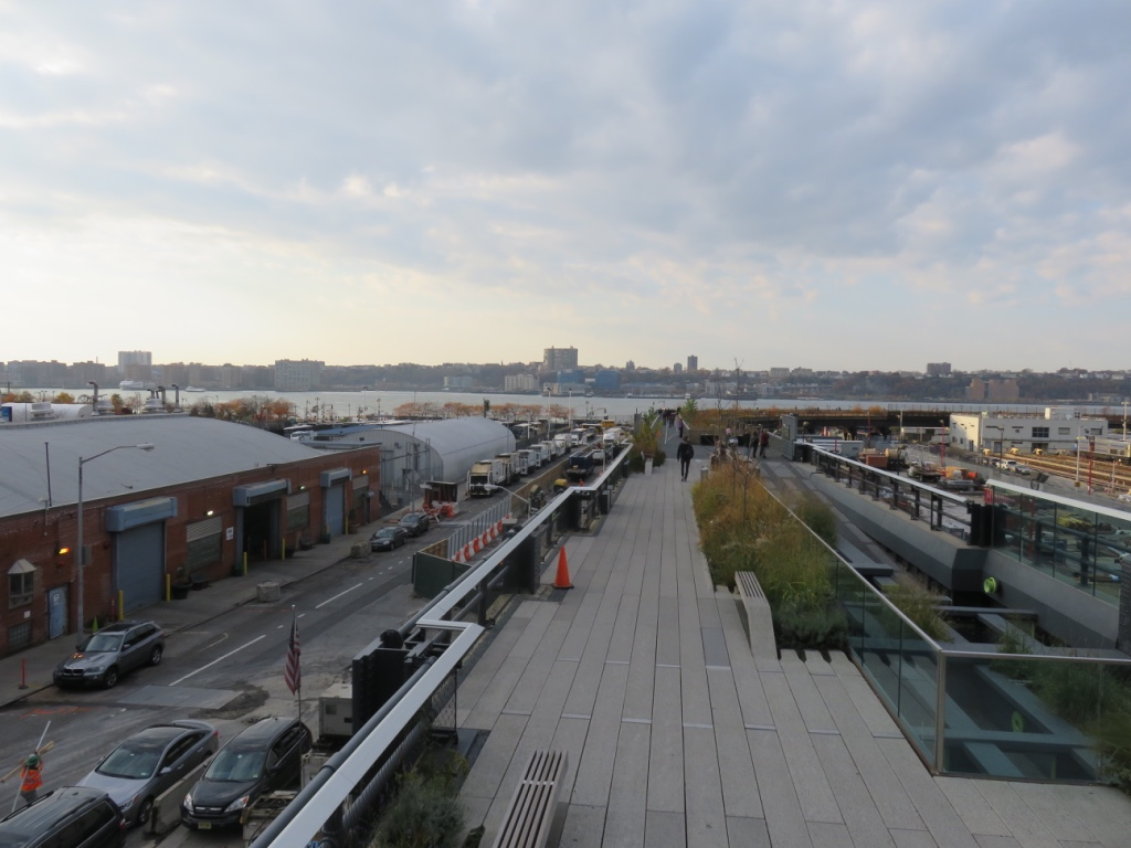 The end of the line at the northern tip – the High Line opens out at, what looks like, a subway terminus. Fantastic views out to the Hudson River.
